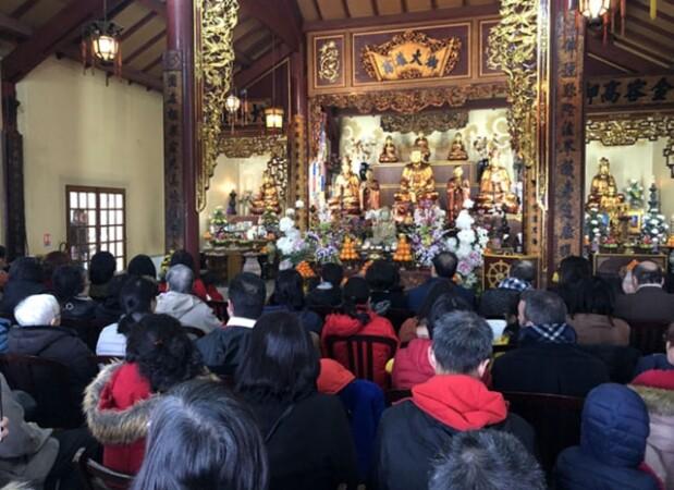 Nét đẹp đi lễ chùa đầu năm của người Việt tại Pháp