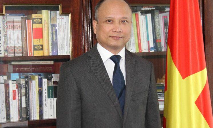 Lời chào của Đại sứ Việt Nam tại Pháp Đinh Toàn Thắng
